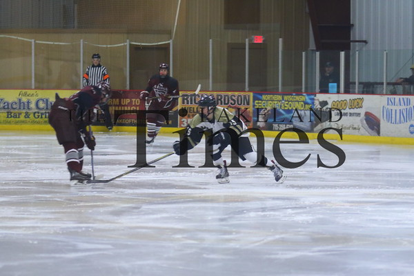 Boys' hockey vs Antigo 12/18/18