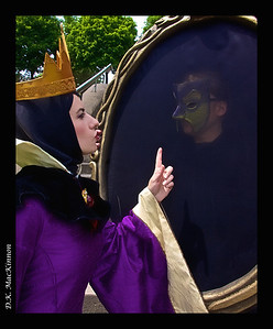The Queen and the Mirror