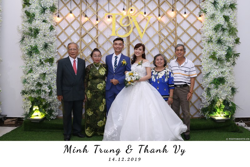 Trung-Vy-wedding-instant-print-photo-booth-Chup-anh-in-hinh-lay-lien-Tiec-cuoi-WefieBox-Photobooth-Vietnam-078.jpg
