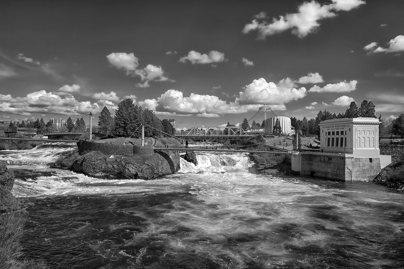 Spokane Falls in b/w