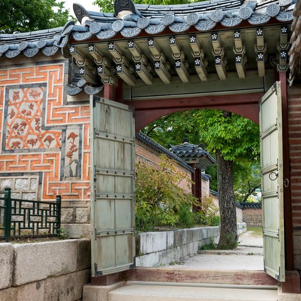 Entrance of Geunjeongjeon (Throne Hall), Gyeongbokgung Palace,�Jongno District,�Seoul, South Korea