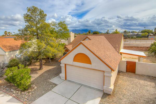 For Sale 7836 N. Roundstone Dr. Tucson, AZ 85741