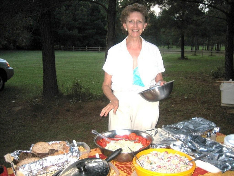 09 08-09 Linda Fuller prepared a picnic for the riders at her home. bjt