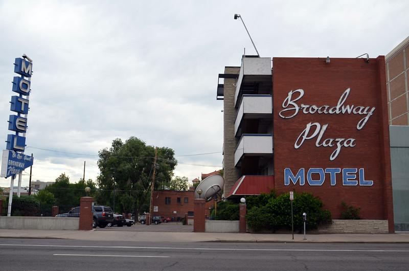 DSC_2068-broadway-plaza-motel.JPG
