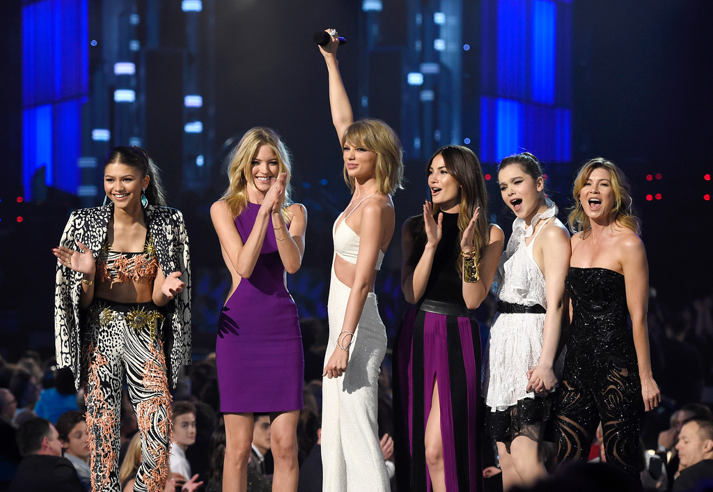 . Zendaya, from left, Martha Hunt, Taylor Swift, Lily Aldridge, Hailee Steinfeld, and Ellen Pompeo speak at at the Billboard Music Awards at the MGM Grand Garden Arena on Sunday, May 17, 2015, in Las Vegas. (Photo by Chris Pizzello/Invision/AP)