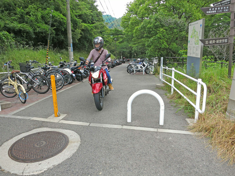 2098 Cycling at Kobe University.jpg