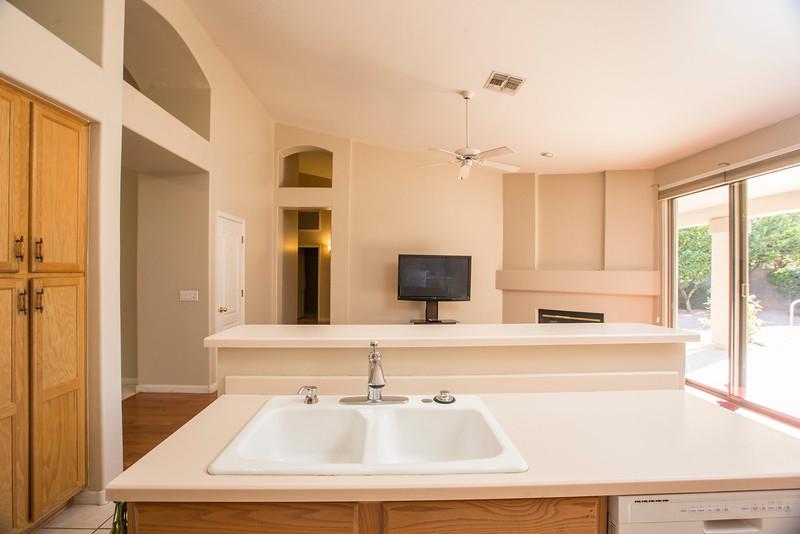 kitchen to livingroom 2.jpg