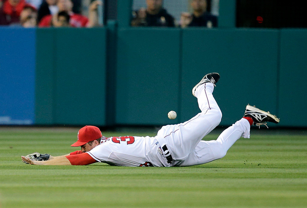 . Los Angeles Angels left fielder J.B. Shuck misses a double by the Twins\' Aaron Hicks in the second inning. (AP Photo/Jae C. Hong)