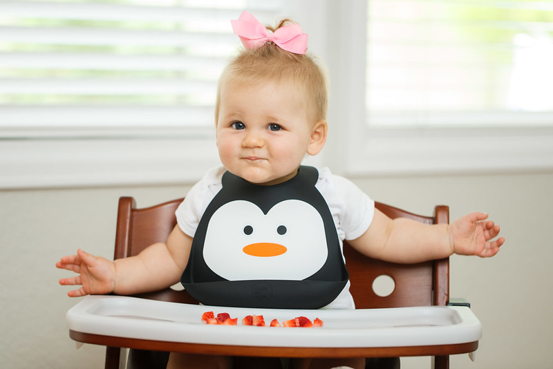 Make_My_Day_Bib_Penguin_lifestyle (2).JPG