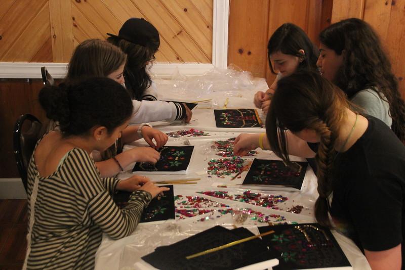 kars4kids_thezone_camp_girlsDivsion_activities_ArtN'Crafts (11).JPG