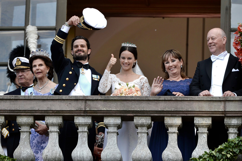 . King Carl Gustaf, Queen Silvia, Prince Carl Philip, Sofia Hellqvist, Marie and Erik Hellqvist, are greeted by the people after their wedding in the Royal Chapel in Stockholm, Sweden, Saturday June 13, 2015. (Claudio Bresciani/TT News Agency via AP) S
