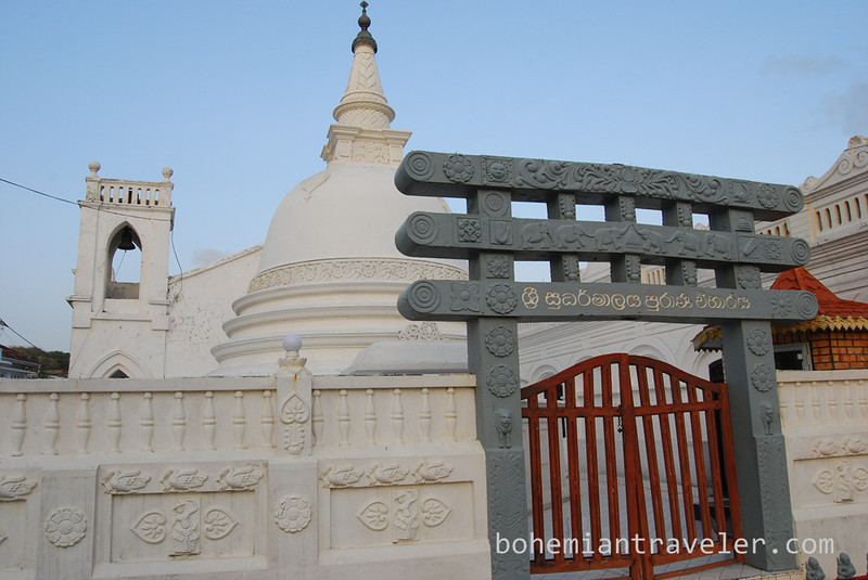 Buddhist stupa in Galle Fort.jpg