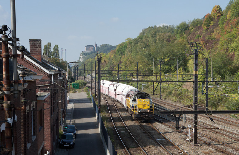 7846 brings limestone train 34421 (Hermalle s/Huy - Kinkempois-Formation) into Flemalle-Haute.