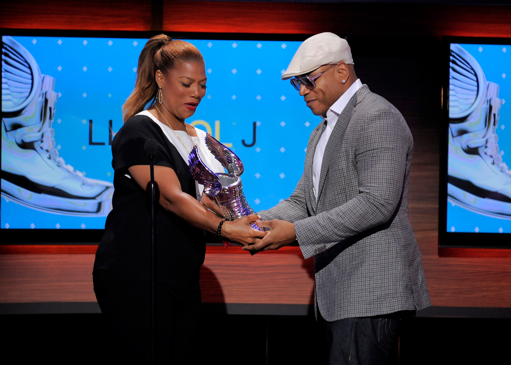 . Queen Latifah, left, presents an award to LL Cool J at the Do Something Awards at the Avalon on Wednesday, July 31, 2013, in Los Angeles. (Photo by Chris Pizzello/Invision/AP)