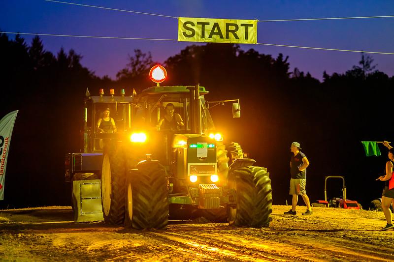 Tractor Pulling 2015-2124.jpg