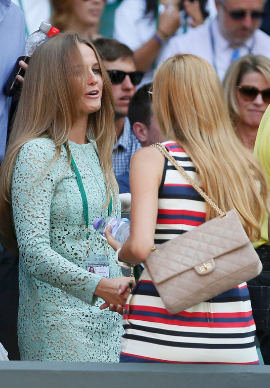 . Kim Sears, the girlfriend of Andy Murray of Britain (L) shakes hands with Jelena Ristic, the girlfriend of Novak Djokovic of Serbia on Centre Court before the men\'s singles final tennis match between Murray and Djokovic at the Wimbledon Tennis Championships, in London July 7, 2013.  REUTERS/Stefan Wermuth