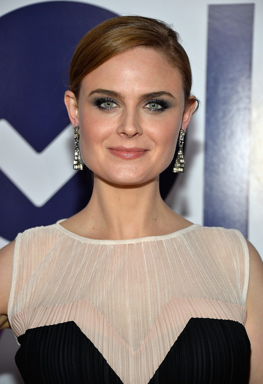 . LOS ANGELES, CA - JANUARY 08:  Actress Emily Deschanel attends The 40th Annual People\'s Choice Awards at Nokia Theatre L.A. Live on January 8, 2014 in Los Angeles, California.  (Photo by Frazer Harrison/Getty Images for The People\'s Choice Awards)