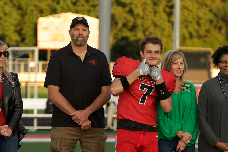2018_09_28_FootballSeniorNight045.jpg