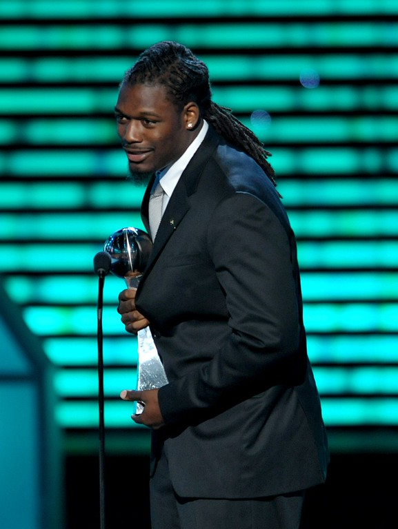. NFL player Jadeveon Clowney accepts the award for best play at the ESPY Awards on Wednesday, July 17, 2013, at the Nokia Theater in Los Angeles. (Photo by John Shearer/Invision/AP)