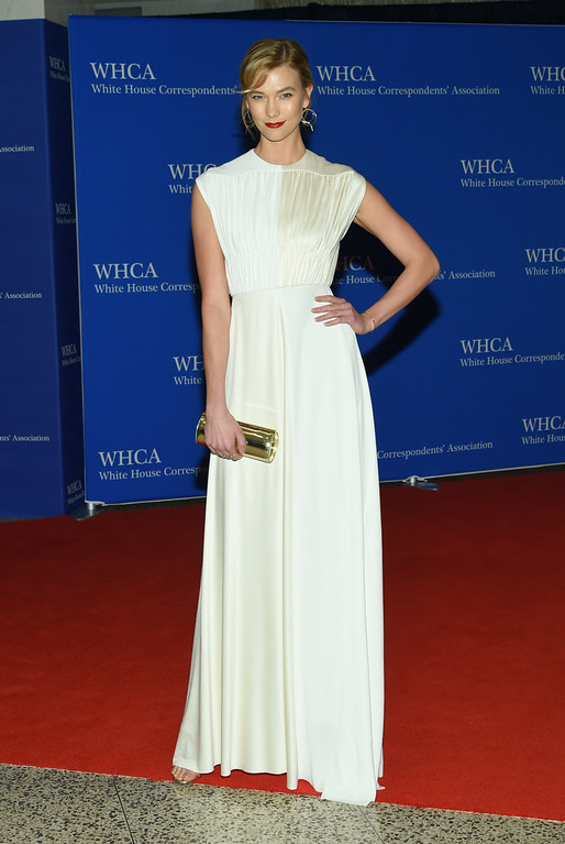 . Karlie Kloss arrives at the White House Correspondents\' Association Dinner at the Washington Hilton Hotel on Saturday, April 30, 2016, in Washington. (Photo by Evan Agostini/Invision/AP)
