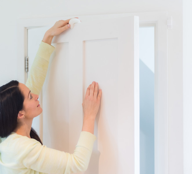 Fred_Home_Safety_Door_Slam_Stopper_Lifestyle_white_ (2).jpg