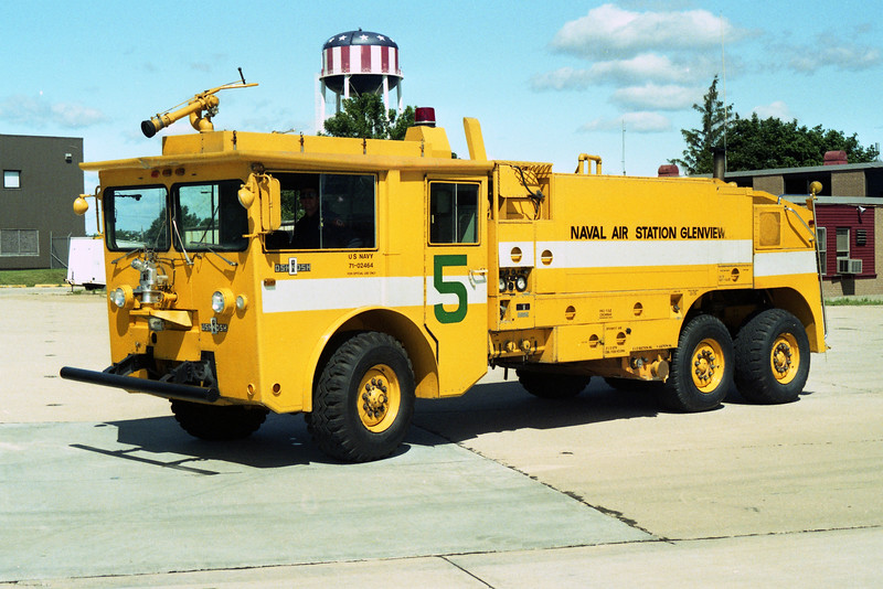 GLENVIEW NAS  CFR 5  1971 OSHKOSH M-1500  1250-1500-180F  AFTER REHAB.jpg