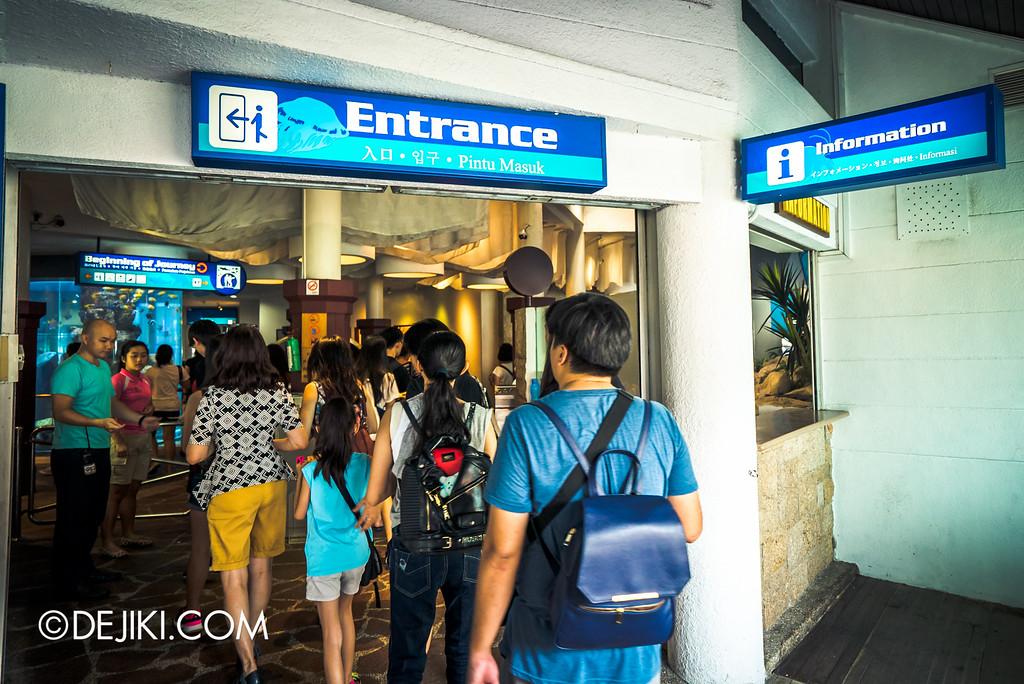 Underwater World Singapore - Entering the Aquarium