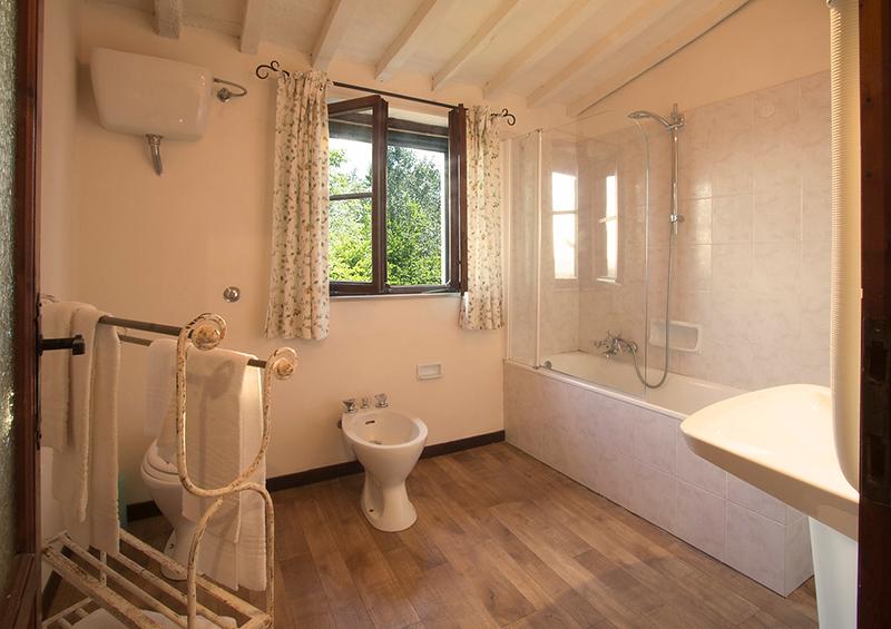 Granaio bath (the Barn, next to Scuola)