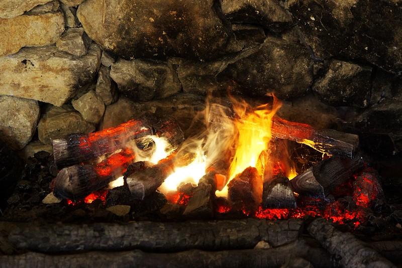 Umělý oheň v jedné z chýší v etiopské sekci. Netuším, jak ho udělali, ale vypadal překvapivě realisticky (to, co vypadá jako plameny, byla ve skutečnosti nasvícená pára či co).