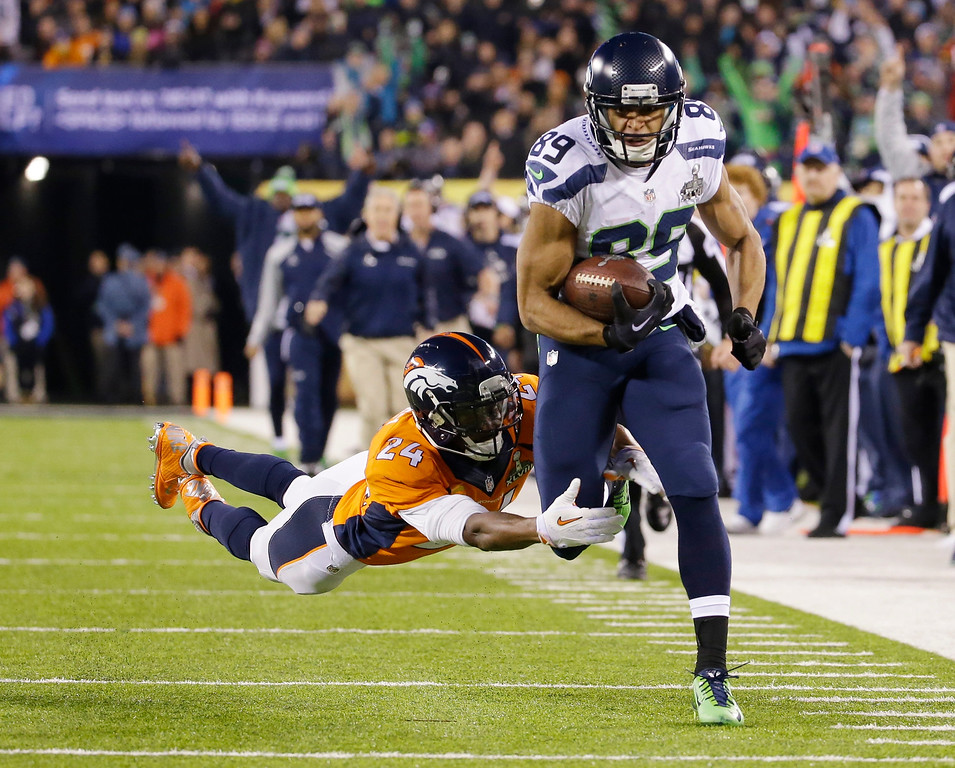 . Seattle Seahawks\' Doug Baldwin (89) runs from Denver Broncos\' Champ Bailey (24) after making a reception during the first half of the NFL Super Bowl XLVIII football game Sunday, Feb. 2, 2014, in East Rutherford, N.J. (AP Photo/Ted S. Warren, File)