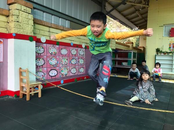 1100209新春團拜童玩遊-步步高升(跳高)