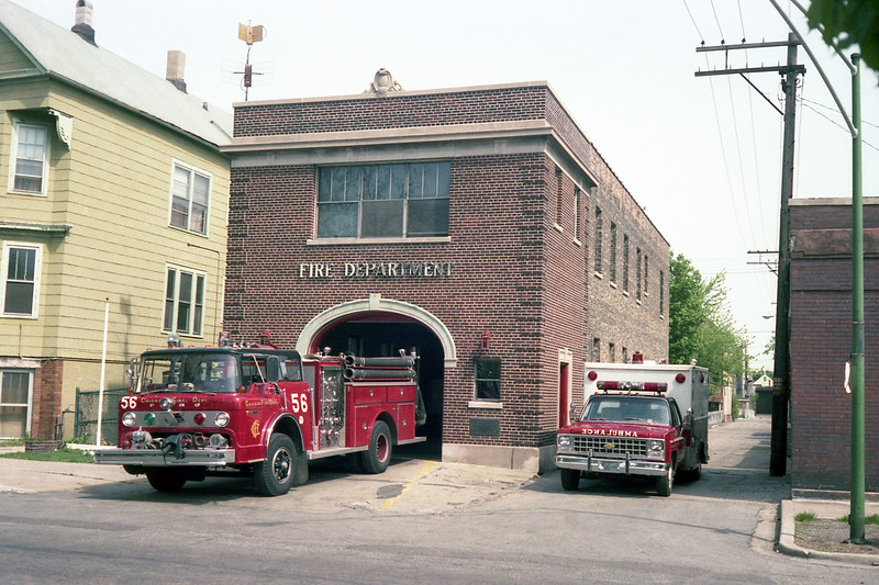 CHICAGO  ENGINE 56  FORD C8000 - E-ONE  1250-500 AND AMBULANCE 3.jpg