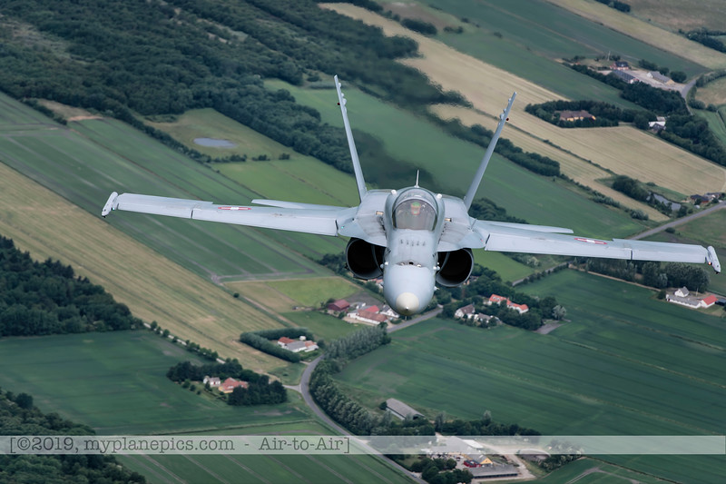 F20180609a112537_2130-F-18A Hornet-J-5020-Suisse-Demo-a2a-Aalborg,Danemark.JPG