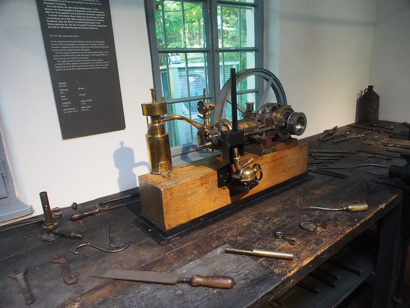 Daimler Shop-1883 w:prototype high-speed engine.JPG