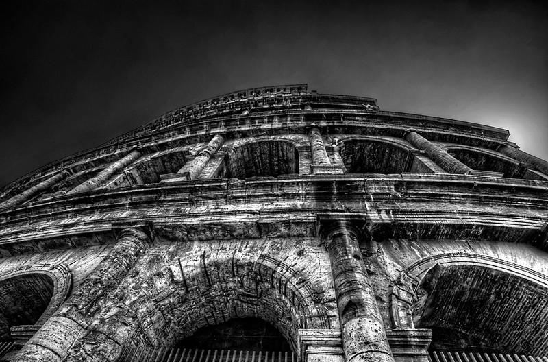 Colosseum (B&W).jpg
