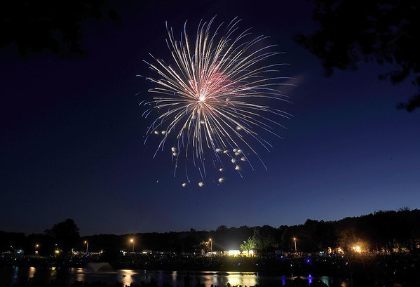 MIKE_fireworks-NB-070513_0012