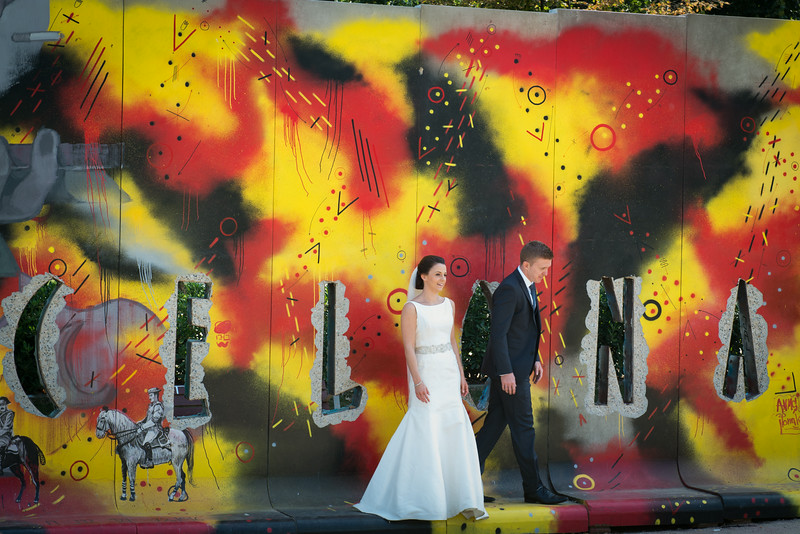 murals / graffiti in Barcelona with wedding party