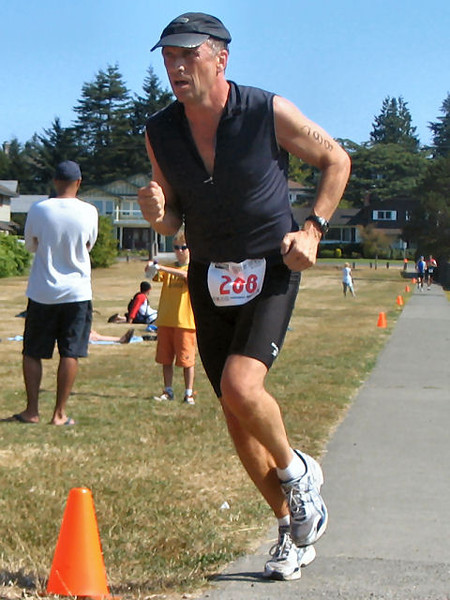 2005 Cadboro Bay Triathlon - Sean Flemming 50m from the win