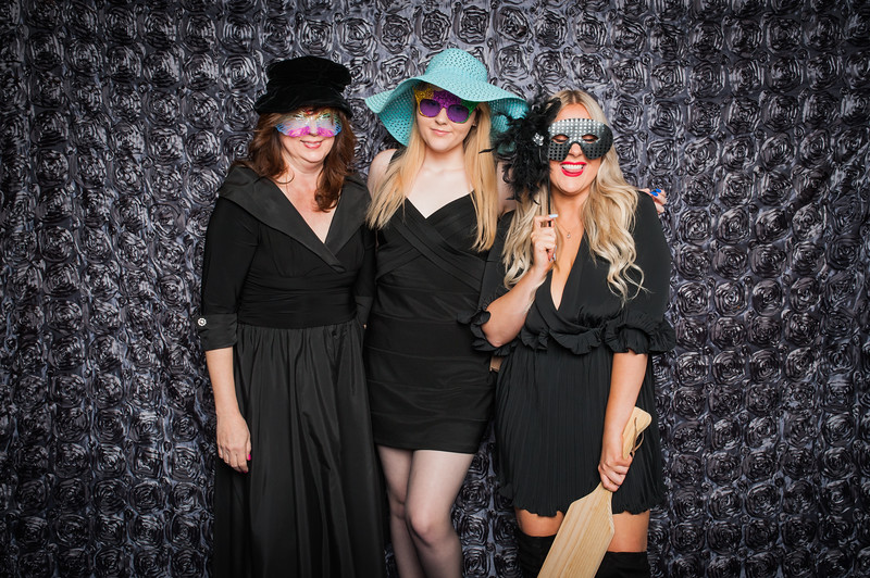 Lynn + Nancy Photobooth-30.jpg