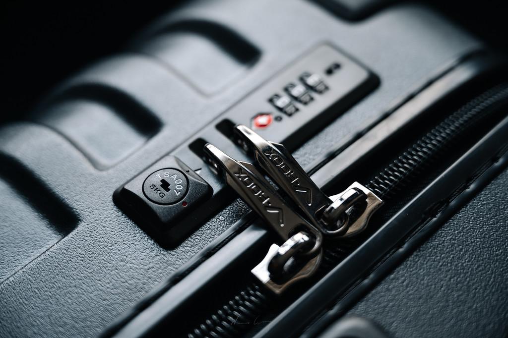 旅行攝影師的堅實旅伴 V-ROOX Shield神盾硬殼防爆拉鍊胖胖箱 by Wilhelm Chang 張威廉