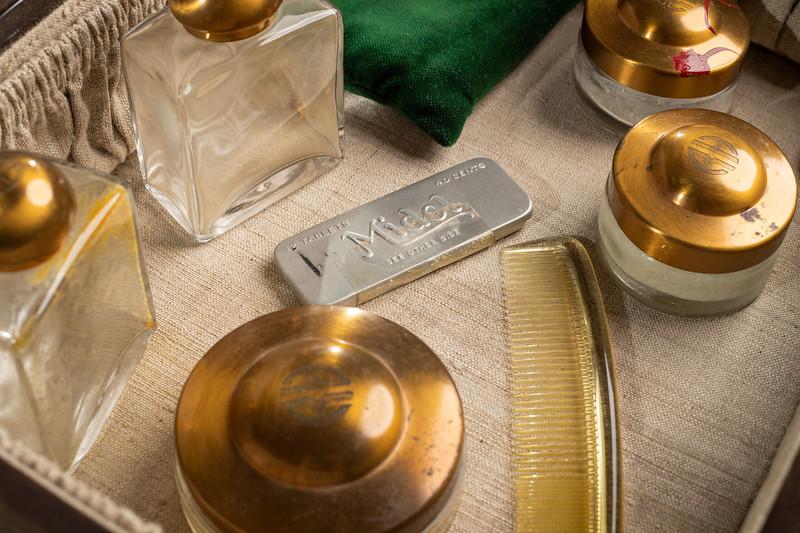 Rita Hayworth's personal makeup box, ca. 1943. More info: http://webapp1.dlib.indiana.edu/findingaids/view?brand=general&docId=InU-Li-VAA4804&chunk.id=d1e760&startDoc=1