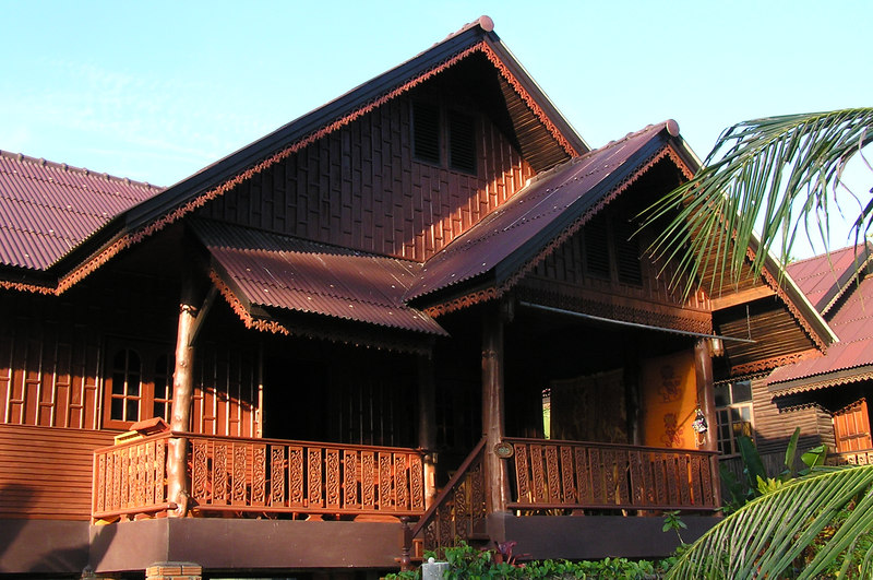 This is our house on Koh Phangan. Nice quite rainforest area, about 400m from the beach. It's right in between the two main towns Thong Sala and Haad Rin.