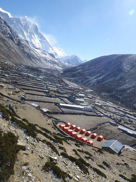 Leaving Dingboche (14,469ft = 4.410m) - Lhotse Shar (27,536ft = 8.393m) and Lhotse (27,940ft = 8.516m) from the right on the horizon.
