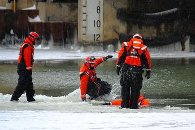 U.S.C.G.   Ice Rescue Training