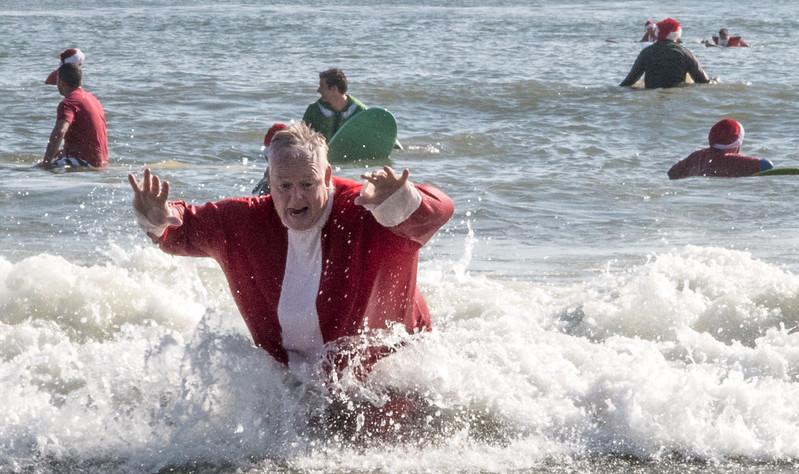 2017 Surfing Santas (16 of 21).jpg