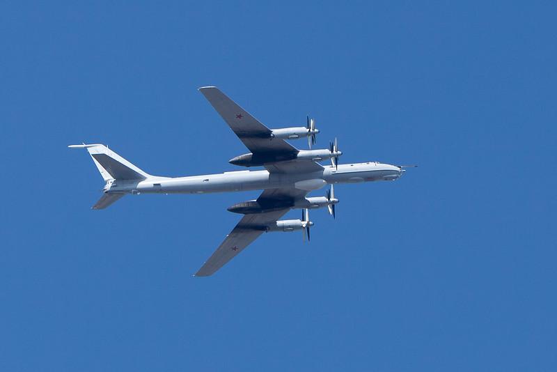 Einige Tupolew Tu-142 M Anti-U-Boot-Krieg Flugzeug nimmt teil an der Parade