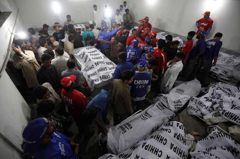 . Rescue workers and residents gather at the morgue to identify relatives after a bomb blast in a residential area in Karachi March 3, 2013. A bomb attack in a Shi\'ite Muslim area of Pakistan\'s commercial capital Karachi killed 25 people and wounded 50 on Sunday, the police said. REUTERS/Athar Hussain