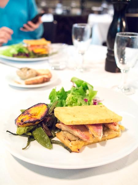 marseille fish burger 2.jpg