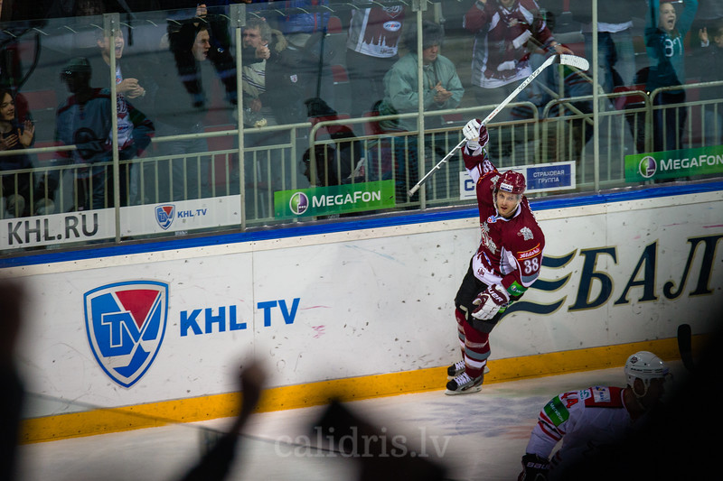 Paul Szczechura (38) celebrates the winning goal in the Nadezhda cup game between Dinamo Riga and Donbass Donetsk in Arena Riga
