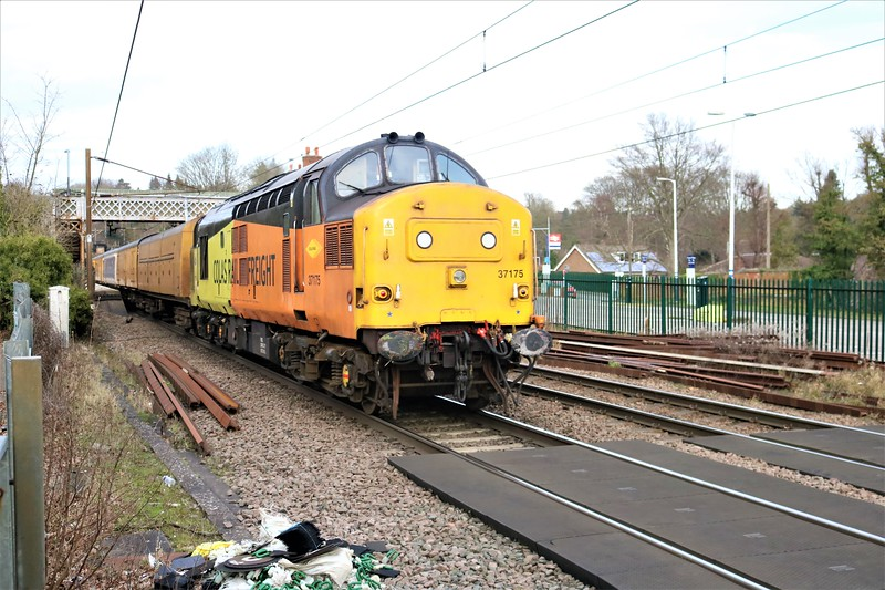 37175 pushing stock and 9703 at  1425/3Z05 Dollands Moor to Derby   13/02/21
